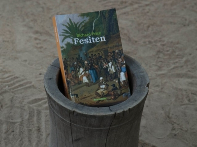 During a conversation about Maroon history (Nieuw Lombe, November 6, 2015) Elmond Finisi showed us his copy of Fesiten. This book on the traditions of the Saamaka was a special reissue of First Time (Richard Price, 1983), translated into the language of the Maroon people. For the reissue, published in 2013, an orthography was developed of their oral language in collaboration with Maroon language specialist Vinije Haabo.